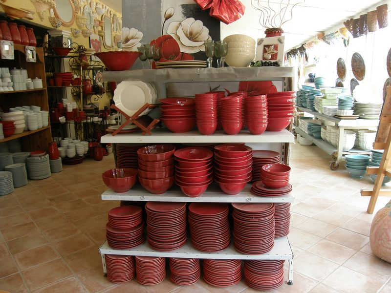 vaisselle carrelages d corations pierre basset salernes en provence. Black Bedroom Furniture Sets. Home Design Ideas